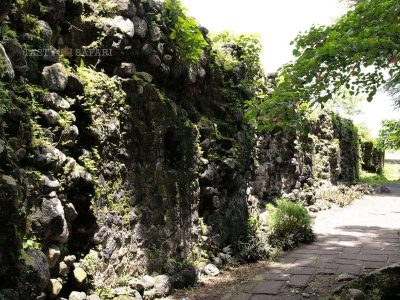 Cagsawa Ruins in Albay: walls that survived the volcano eruption