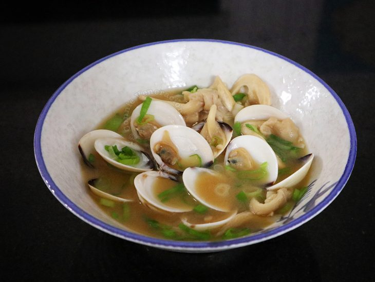 Clams miso soup with oyster mushrooms