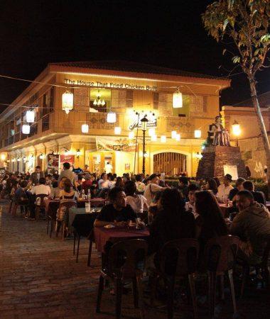 Al fresco dining, Calle Crisologo, Vigan