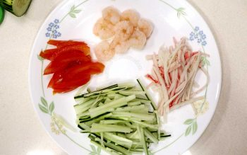 Toppings for hiyashu chuka (tomatoes, shrimps, kani and cucumber)