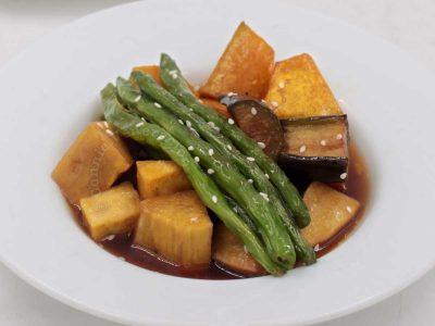 Mixed vegetables agebitashi sprinkled with sesame seeds