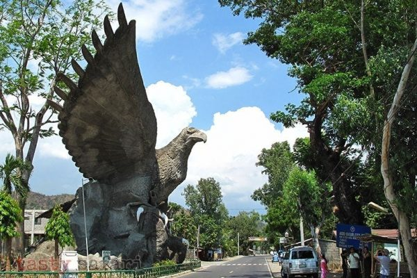 An eagle statue somewhere between Baguio and La Union