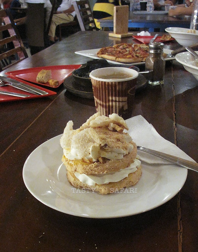 Mini-pavlova and coffee. Cafe Bob's, Bacolod City