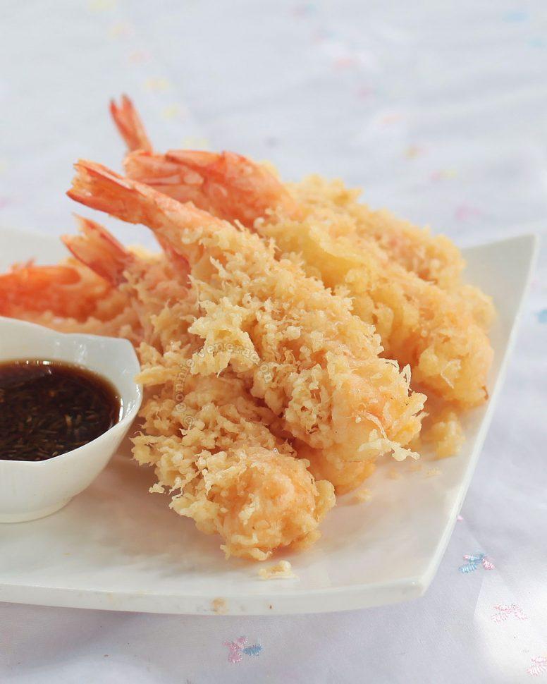 Ebi (shrimp) tempura with tensuyu sauce