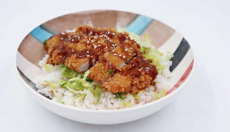 Tonkatsu (Japanese Deep-fried Breaded Pork Cutlet)