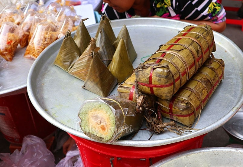 Vietnamese banh tet: a cylindrical sticky rice cake popular during the Lunar New Year
