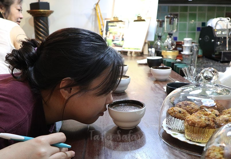 Alex Veneracion smelling coffee, The Yellow Chair coffee class, Saigon