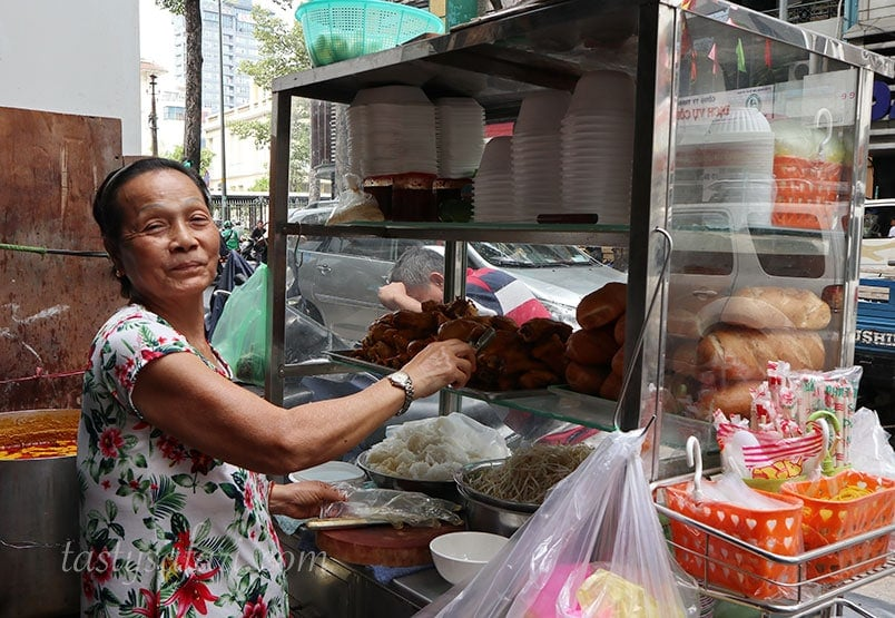 Street side stall selling Chicken Curry Pho in Saigon