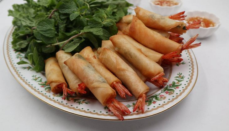 Vietnamese Shrimp Spring Rolls and Dipping Sauce