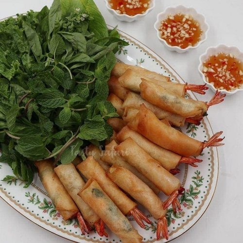 Vietnamese Shrimp Spring Rolls with Dipping Sauce