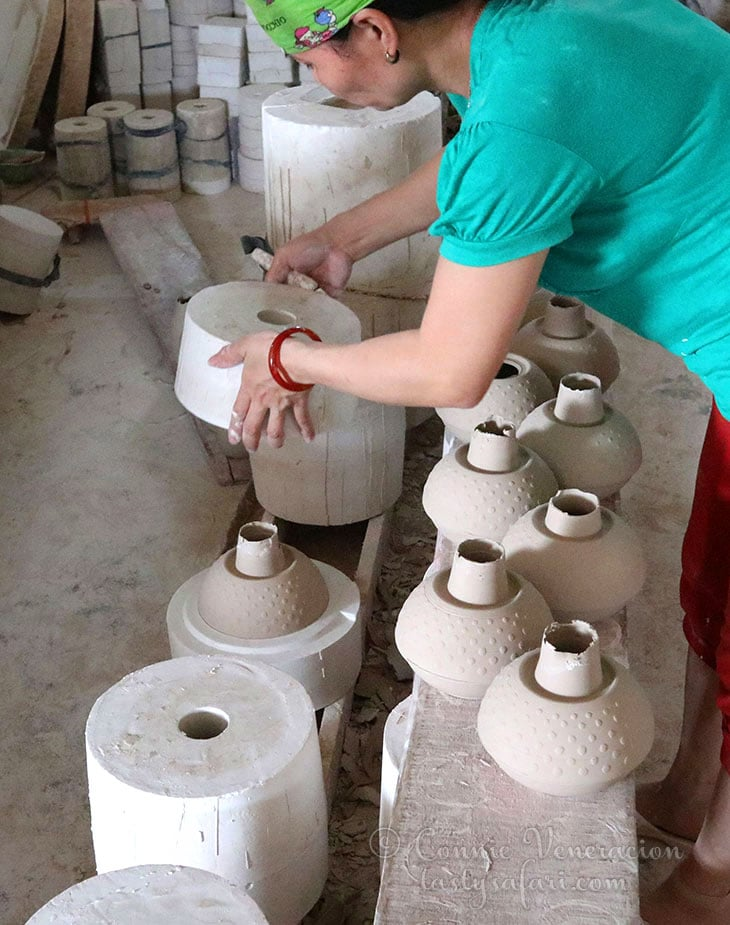 Making pottery by mold