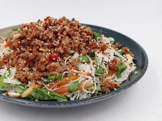 Thai glass noodle salad with crumbled sausage meat