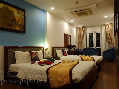 Hanoi View 2 Hotel Deluxe Room with twin beds and balcony with view