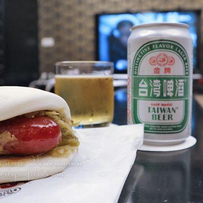 Mantao with Taiwanese sausage and Taiwan Beer
