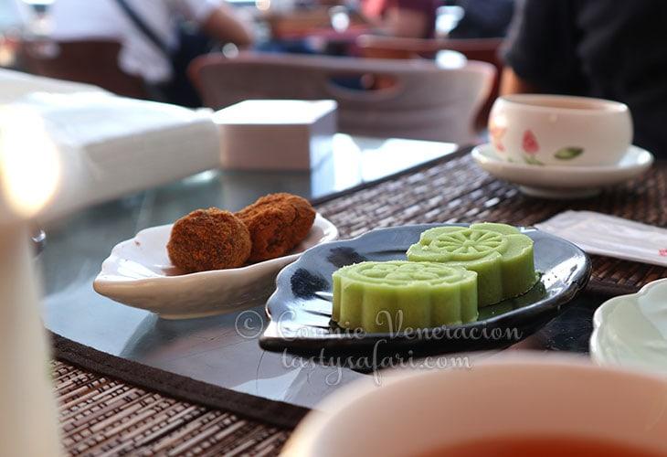 Matcha bean cakes at Amei Tea House, Jiufen, Taiwan