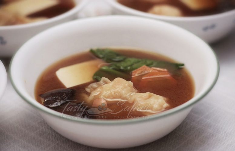 How to Cook Miso Soup with Shrimp Wonton and Shiitake Mushrooms