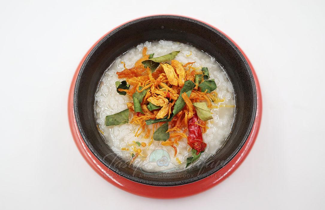 Gà lá chanh (lemon leaf chicken), a variant of Vietnamese chicken floss