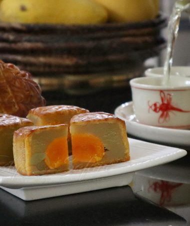 Chinese mooncakes and tea: a story about the mid-autumn festival