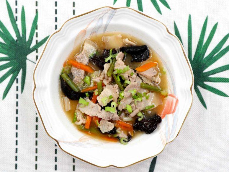 Tonjiru (butajiru) in bowl