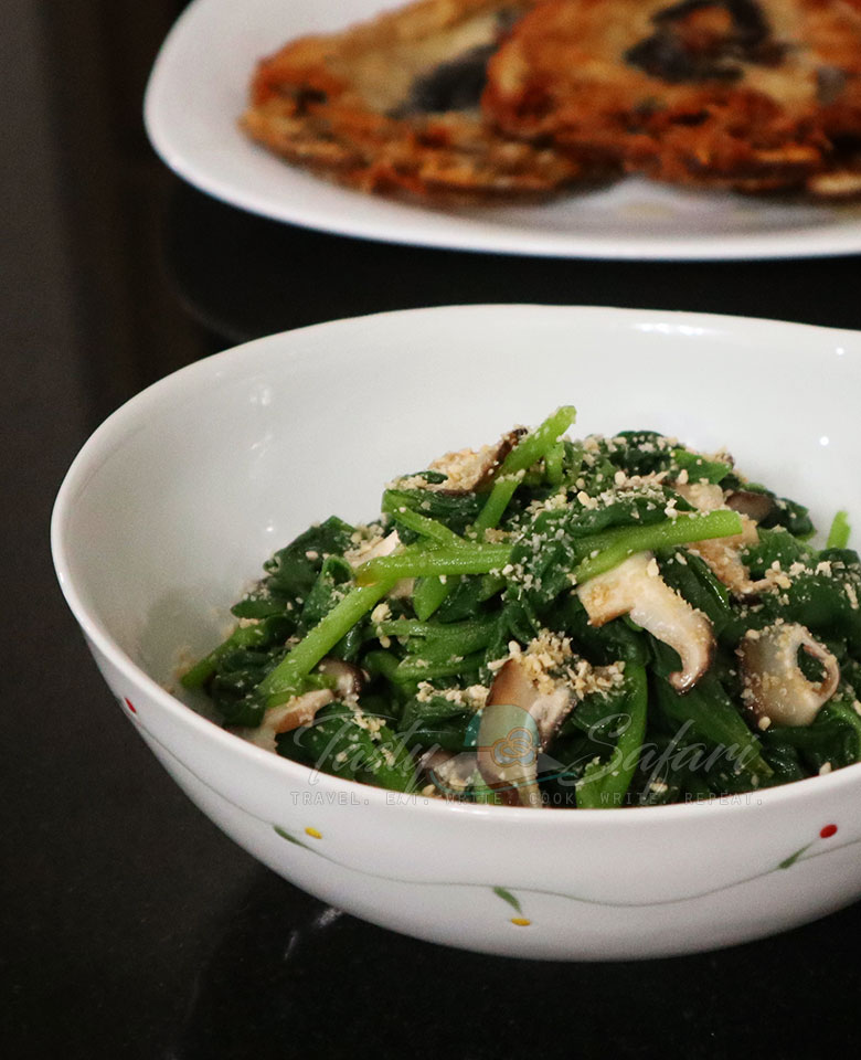 How to Make Spinach and Shiitake Oshitashi with Goma-ae (Roasted Sesame Dressing)