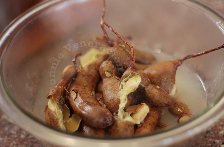 Boiled fresh tamarind (sampalok)