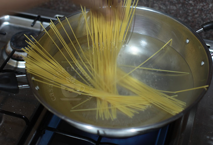 Cooking pasta in a wok