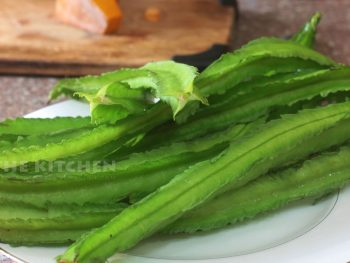 winged beans with cross-cut