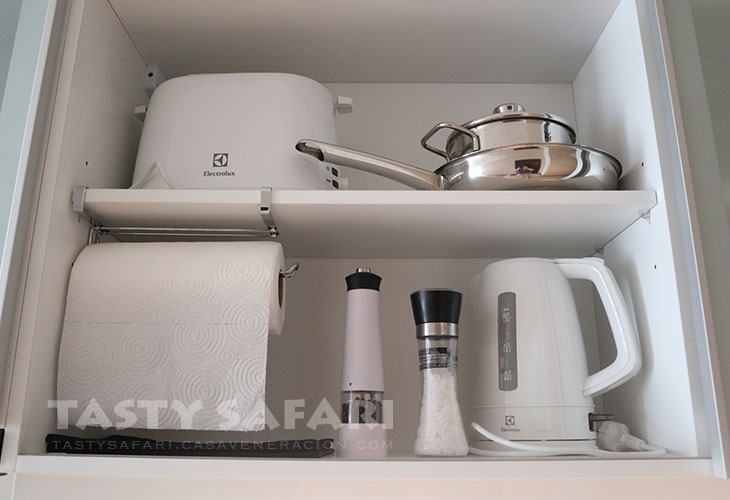 Bread toaster, pan, pot, electric kettle, salt and pepper mills
