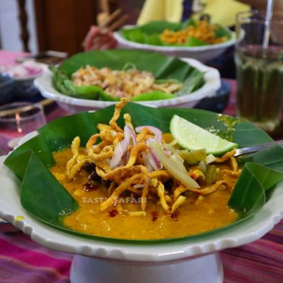 Khao soi (Thai chicken curry noodle souo)