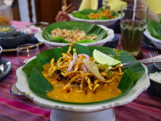 Khao soi (Thai chicken curry noodle souo)