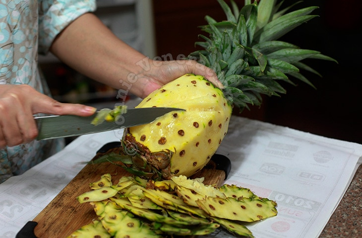 Proper way to cut a pineapple