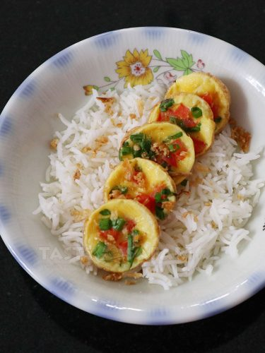 Chiang Mai-style Squail Eggs Omelet Over rice