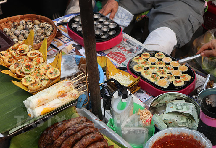 Chiang Mai street food: quail eggs omelet at the Saturday Walking Street