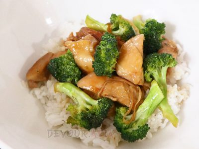 Chicken thigh fillets cooked in modified teriyaki sauce, tossed with parboiled broccoli florets and served over rice