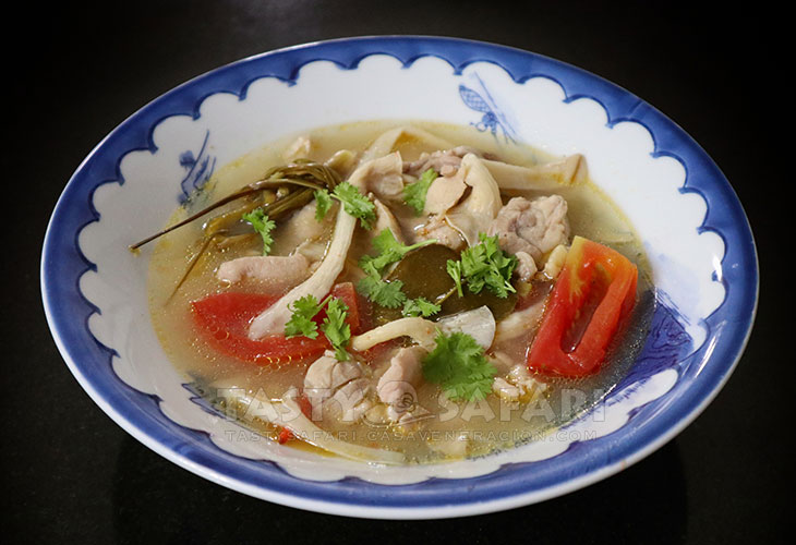 Tom Yum Gai (Thai Hot and Sour Chicken Soup) Recipe