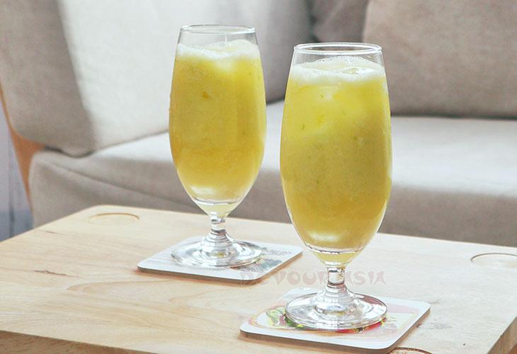 Two glasses of green mango juice