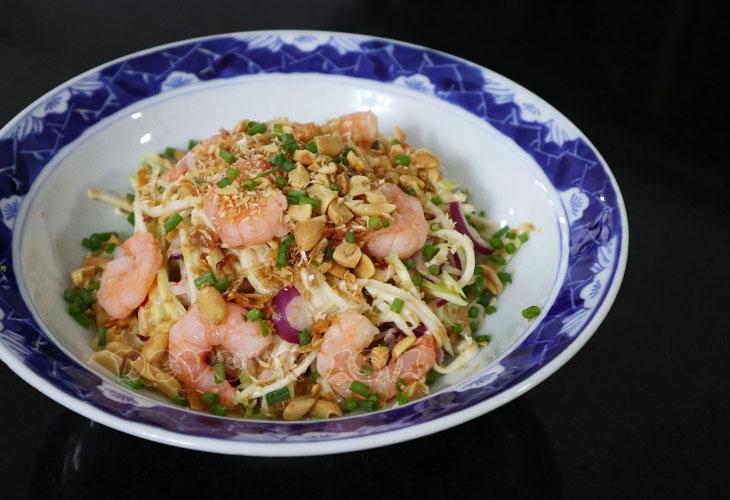 Thai green mango salad with whole shrimps