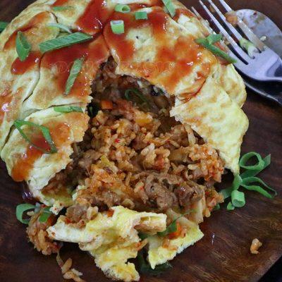 Kimchi omurice (Korean omelet rice with kimchi fried rice)
