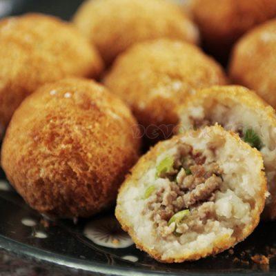 Taro puffs (wu gok) on a plate