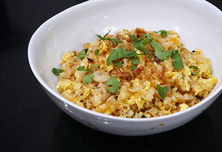 Thai fried rice in white bowl