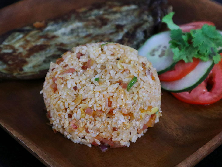 Chili shrimp paste fried rice