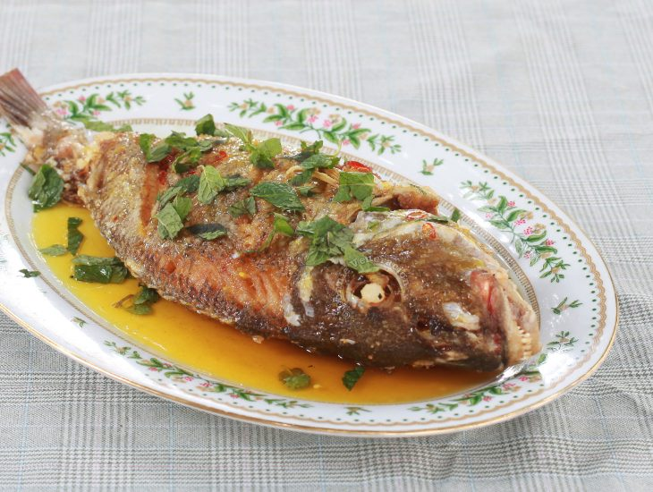 Fried Whole Fish with Lemon Sauce