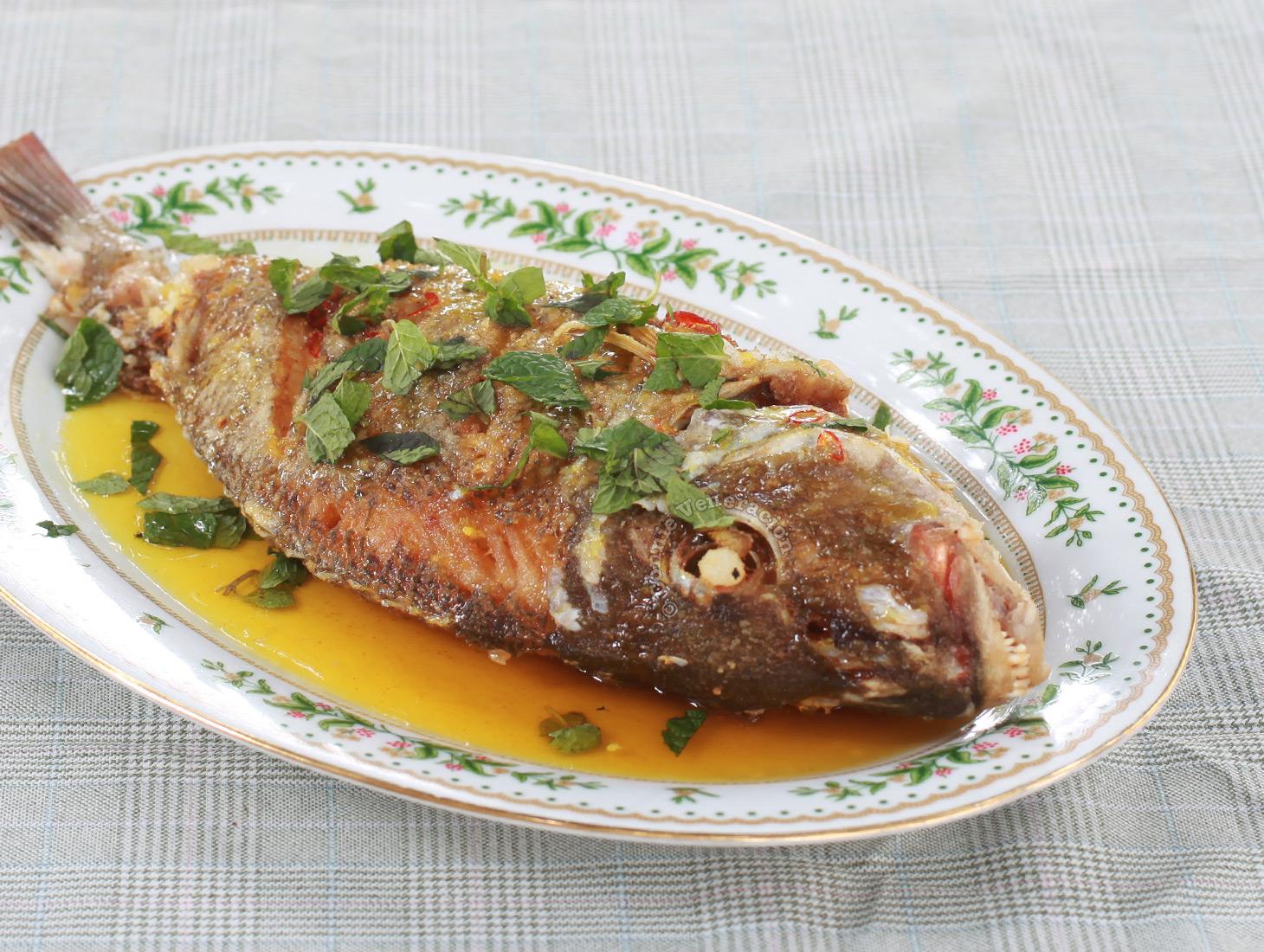 Fried Whole Fish with Lemon Sauce