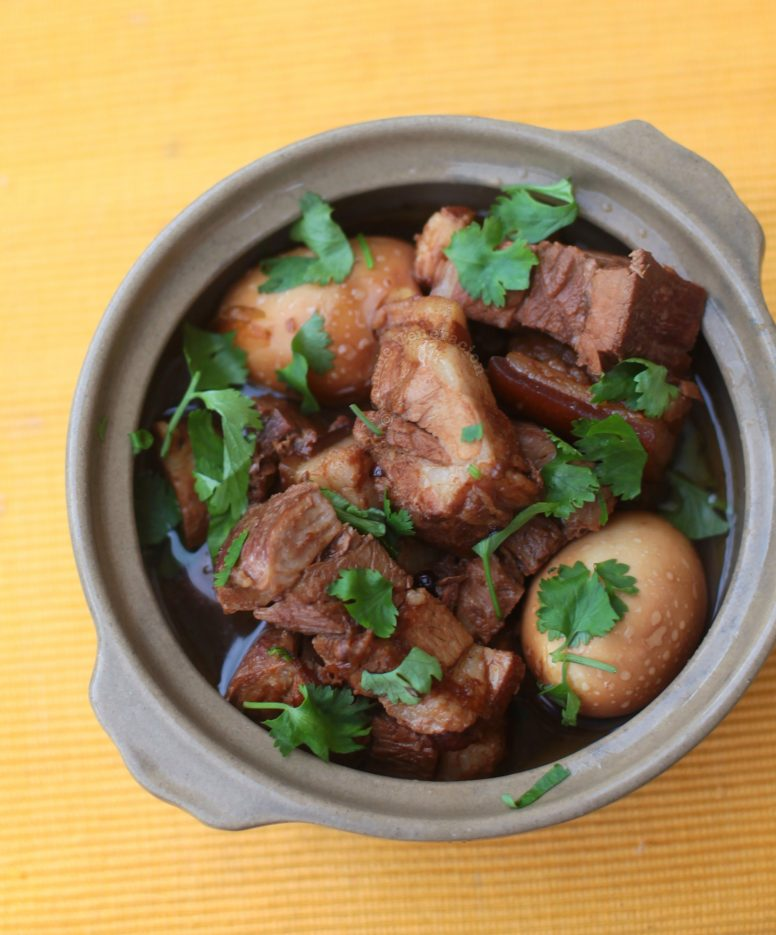 Braised pork in soy sauce served in clay pot
