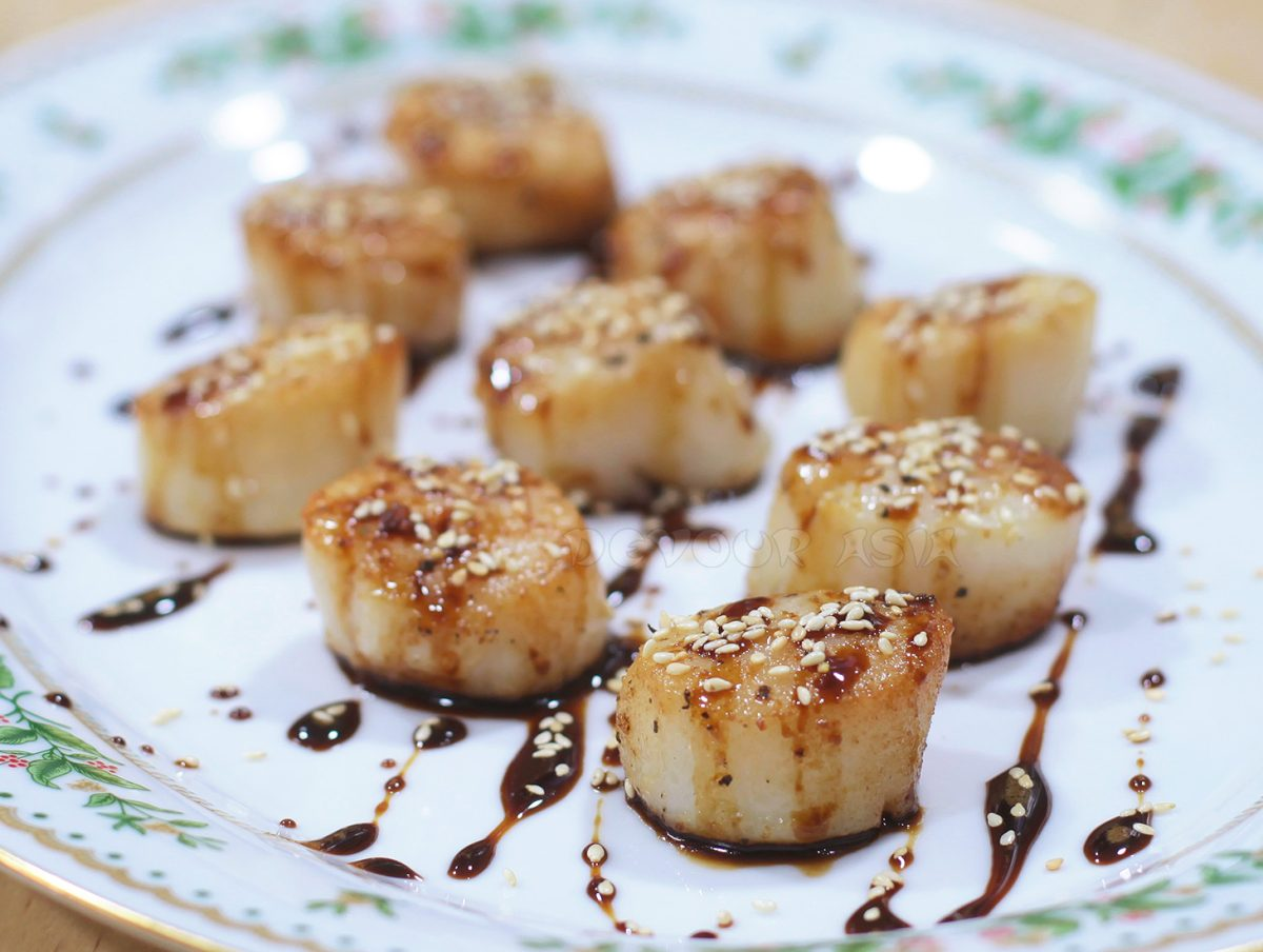 Seared Scallops with Gingered Teriyaki Sauce Sprinkled with Toasted Sesame Seeds