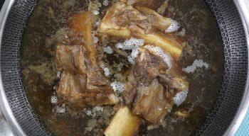 Beef tendon in wok