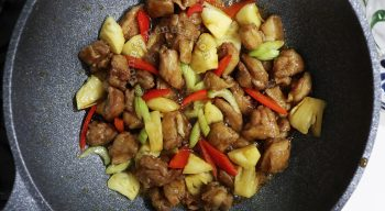 Sweet Sour Chicken Recipe, Step 4: Toss the chicken, vegetables and fresh pineapple in the sauce