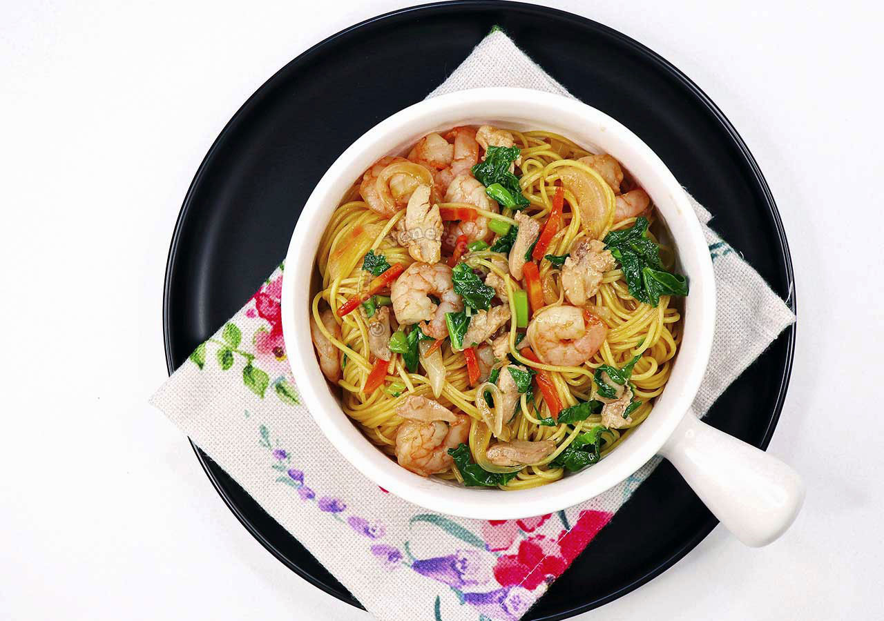 How to Cook Chicken and Shrimp Chow Mein