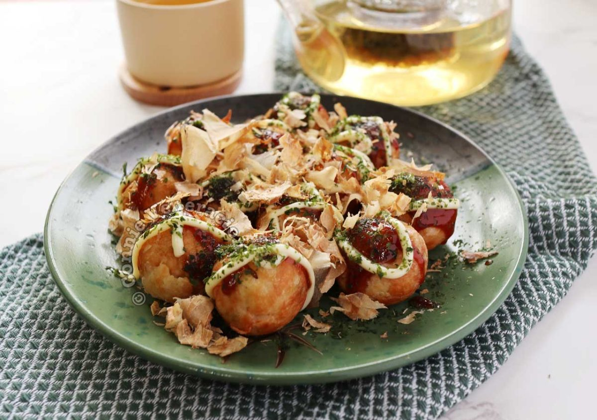 Takoyaki in green plate