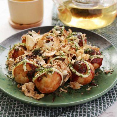 Takoyaki in green plate